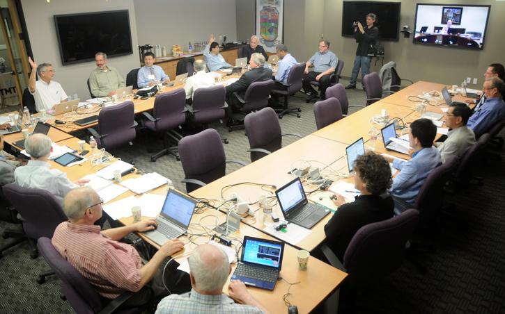 図2 本格建設開始を決定したTMT評議員会(2014年5月22日)