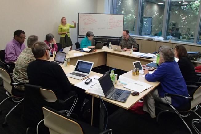 写真1: TMTだからこそできる教育や普及活動は何か、熱心に議論されました。