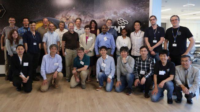 報告会には、TV会議での参加も含めると総勢32人が参加しました。(TMT国際天文台提供)
