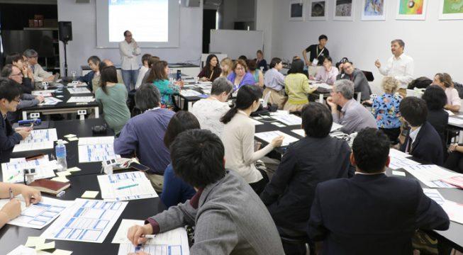 TMT国際チームによって開催されたワークショップでは、教育の状況や文化の異なる国の間での科学協力において、人材育成や広報普及活動を進める際にどんな課題があるか、グループ討論を行いました。討論は短時間に限られましたが、コミュニケーションを仕事としている人の集まりだけあって、活発な意見交換と要領のよい討論のまとめが行われていったのはさすがでした。